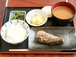 日替わり定食のカット 日替わり定食 ¥730。「ええもんを食べさせてあげたいから」