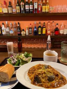 ボロネーゼ 900円(税込)パン・サラダ・スープ付き「トリバキッチン グリッツ」