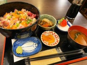 海鮮丼 850円(税込)「Hajime」