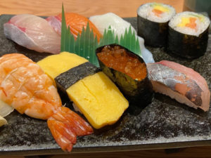 握り寿司ランチ 7貫(¥1000税込)…7貫+巻き寿司2貫+赤だし