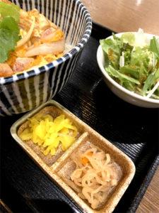 東京香鶏 親子丼 800円(税込)「いちおく 地鶏屋 堺筋本町店」