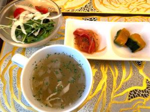 サラダ、コンソメスープ、小鉢