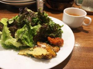 ボリューム満点のサラダ