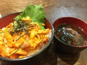 うに丼 1800円(税込)「豪快立ち寿司」
