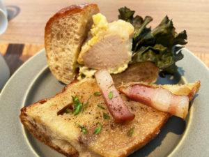 クルミパン 鳥のささみ系のサンドイッチ