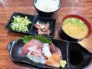 お刺身盛り合わせ定食¥850_2