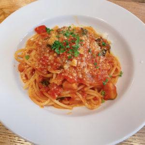 野菜とバジルのトマトソーススパゲッティ