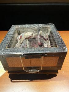 お肉は炭火でじっくり焼く