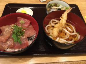 「海鮮料理 にしの」マグロ漬け丼&冷やし天ぷらうどん 750円(税込)