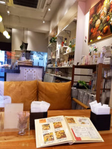 「Natural Food café KOMACHI」内観