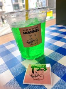 「サーモンバーガー専門店 SALMONBEAR」メロンソーダ(Sサイズ)100円